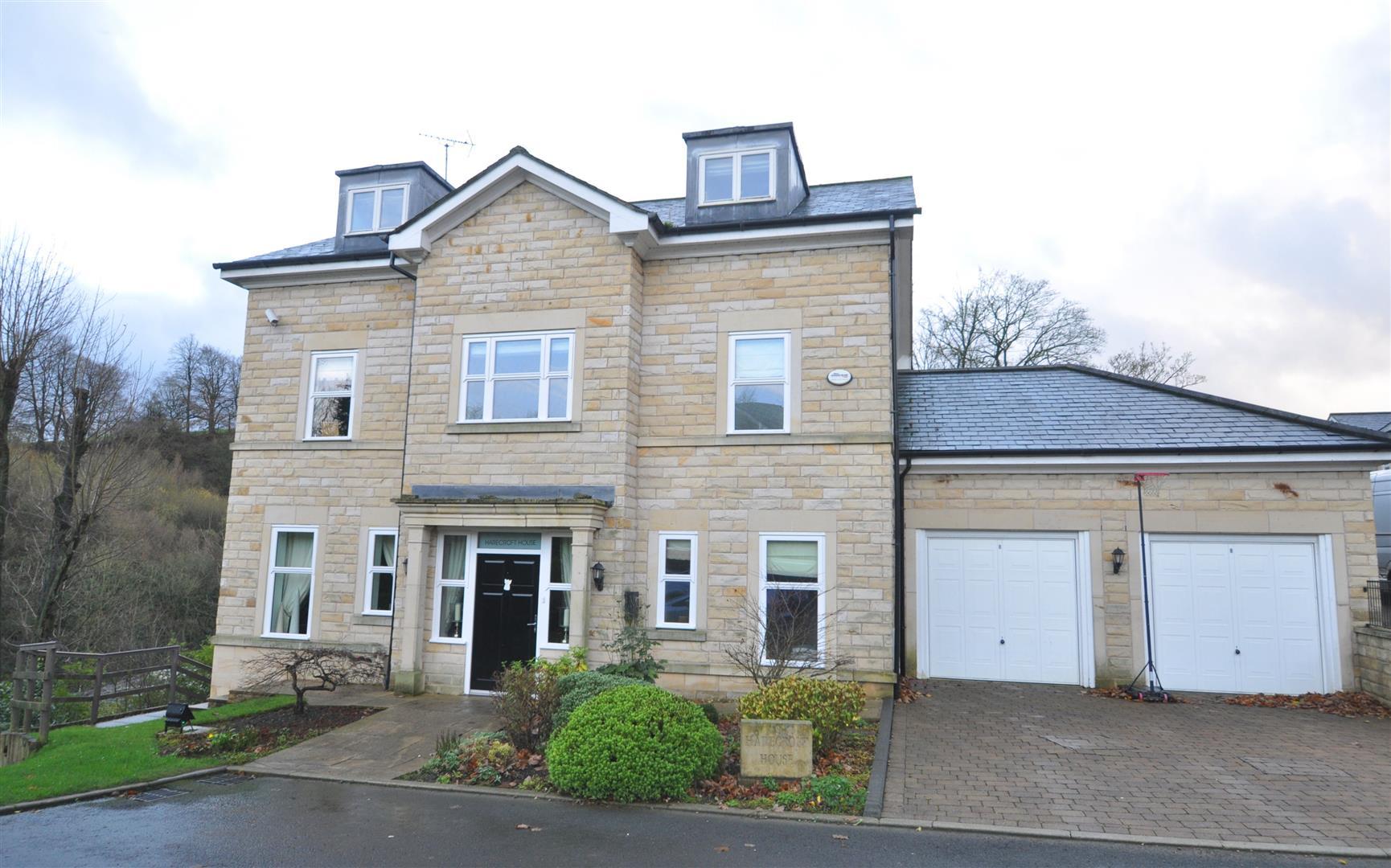 Harecroft House, 3 Stanningden Rise, Ripponden, HX6 4FE